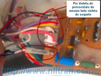 Retirando o soquete de fios 425x320 Trocando a Placa Eletrônica da Lavadora Consul CWC