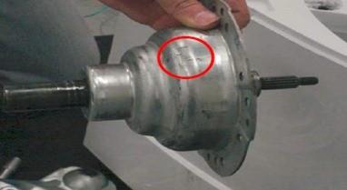 retirada  conjunto mancal superior lavadora consul floral 7kg thumb Desmontagem e Testes da Lavadora Consul Floral 7kg