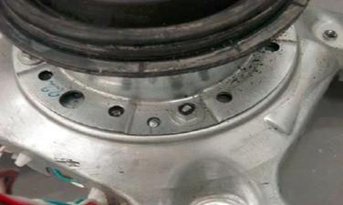 retirada  da proteo inferior lavadora consul floral 7kg thumb Desmontagem e Testes da Lavadora Consul Floral 7kg