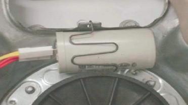 retirada do capacitor de partida lavadora consul floral 7kg thumb Desmontagem e Testes da Lavadora Consul Floral 7kg